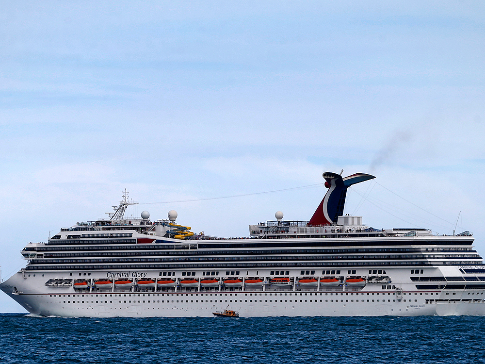 View Did Carnival Glory Crash  Pictures