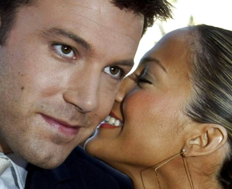 Jennifer Lopez and Ben Affleck pictured kissing as 'Bennifer' returns
