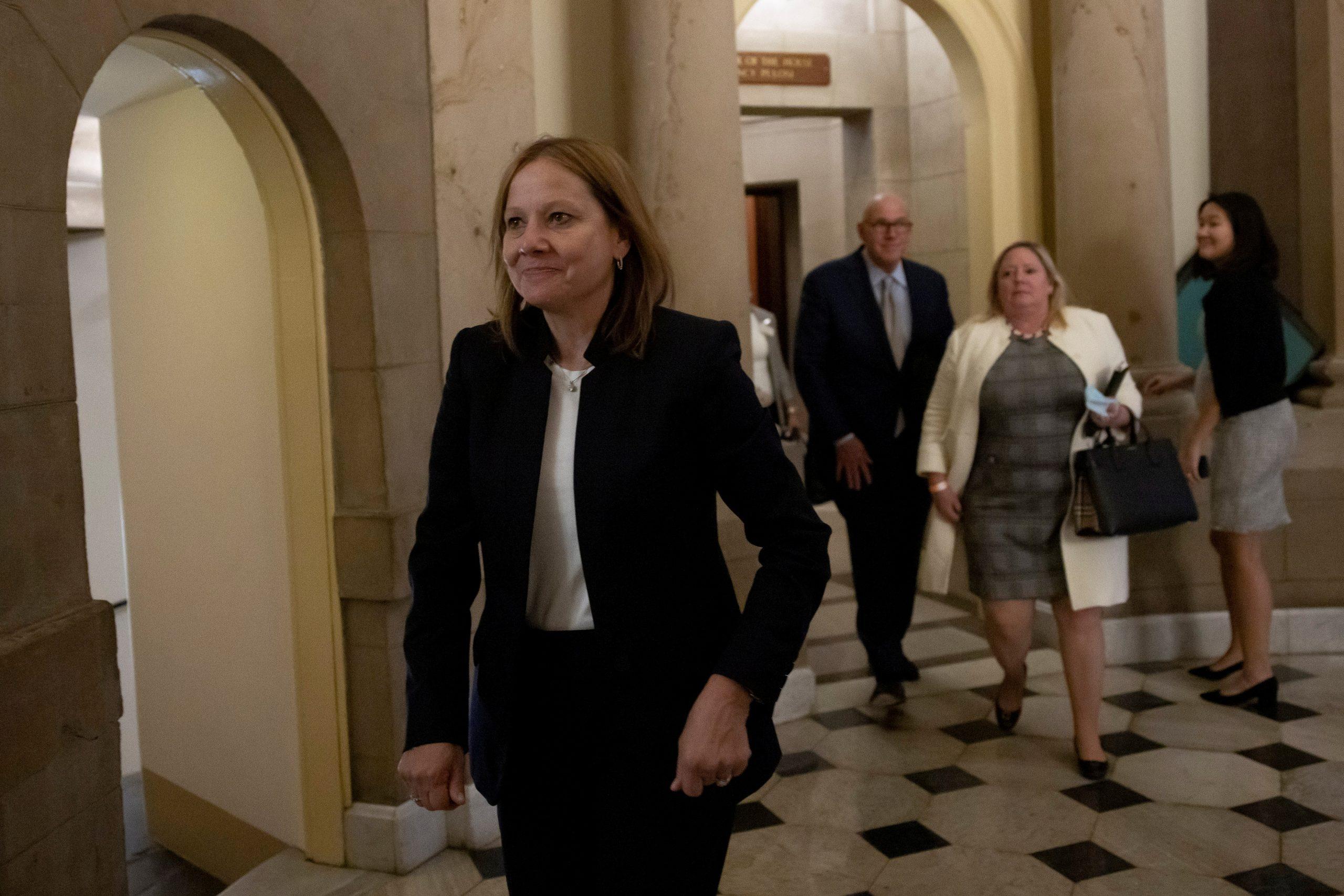 U.S. lawmakers press GM CEO on California emissions